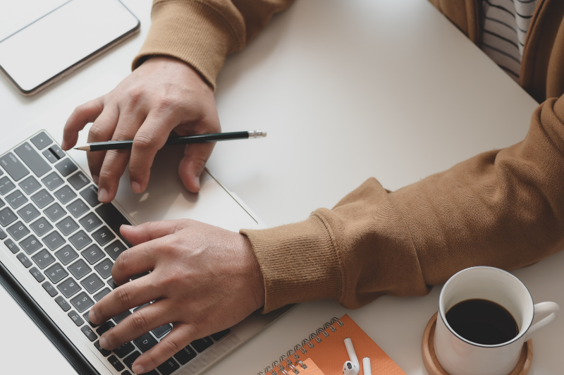 4 tips for writing an email to check in with your clients